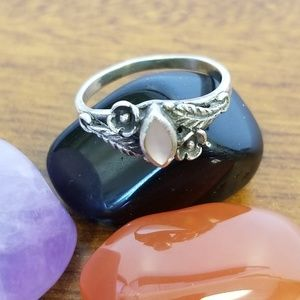 Sterling silver mother of pearl ring size 4
